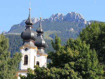 Aschau Im Chiemgau Kirche Mit Kampenwand Copyright H Reiter Web
