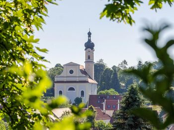 Blick Auf Die St Nikolaus Kirche In Murnau Copyright Das Blaue Land Simon Bauer Web