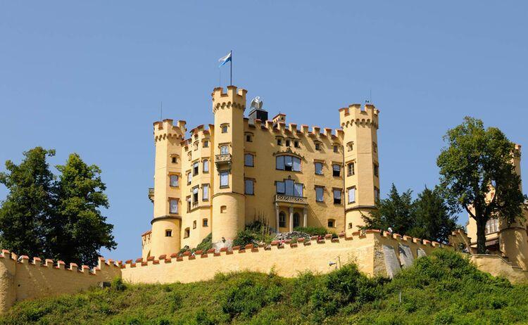 Schloss Hohenschwangau, die Sommerresidenz von König Ludwig II. in Füssen - Bild: TI Fuessen