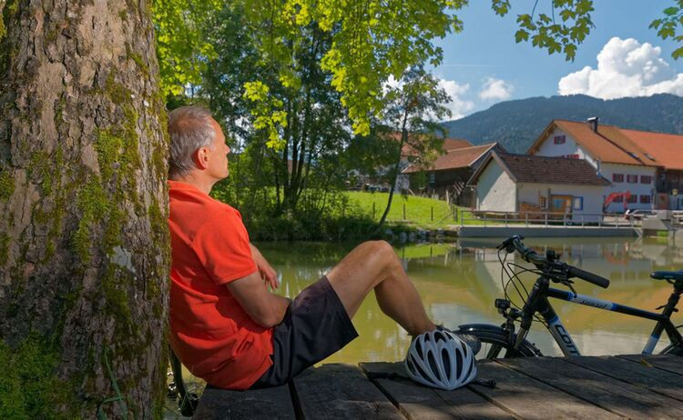 Gönnen Sie sich eine Rast am Altenauer Dorfweiher © Anton Brey