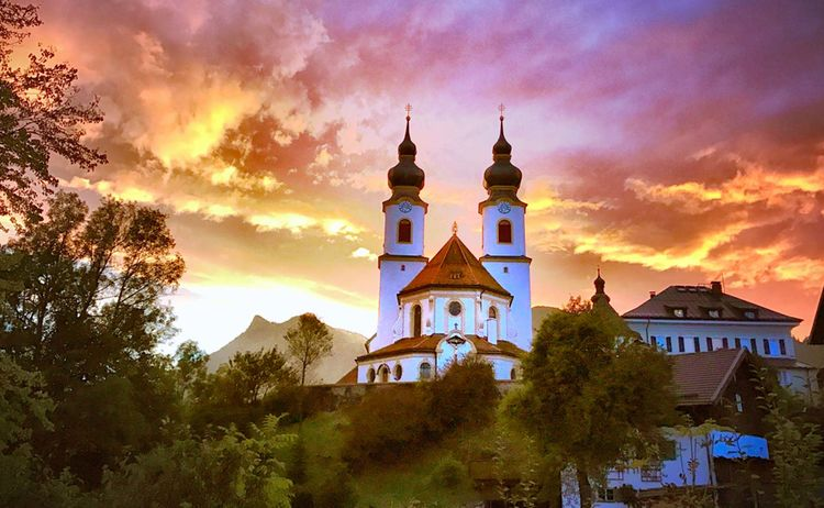 Aschau Im Chiemgau Wolkenstimmung Kirche Copyright H Reiter Web 1