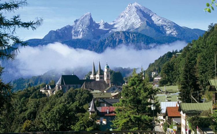 Der Watzmann Erhebt Sich Hinter Berchtesgaden