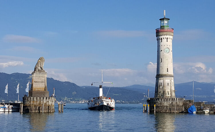 Die Insel Lindau mit der berühmten Hafeneinfahrt - Bild: Landratsamt Lindau - RTM