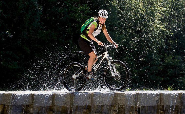 Mountainbiker Wasserfall Jenbachtal Fotograph Michael Wolf Copyright Kur Und Gaesteinfo Bad Feilnbach Web