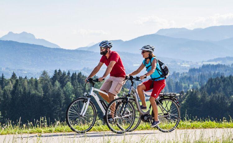 Unterwegs hat man die Alpen immer im Blick - Bild: Chiemgau Tourismus e.V.